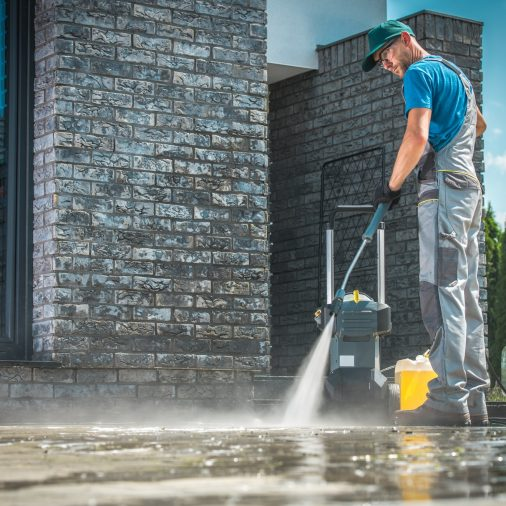 pressure-washer-cleaning